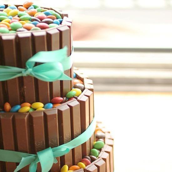 Tarta de KitKat y Lacasitos