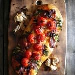 Focaccia de tomate y jamon