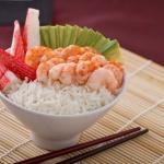 Receta de arroz oriental con pescado y aguacate