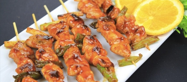 Receta de brochetas de pollo al lim n mami recetas for Que cocinar con pollo
