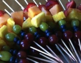 receta de brochetas de fruta