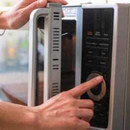 Cocer patatas en el microondas