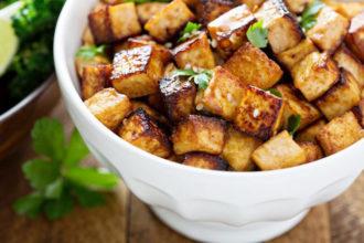 se puede cocinar el tofu sin aceite