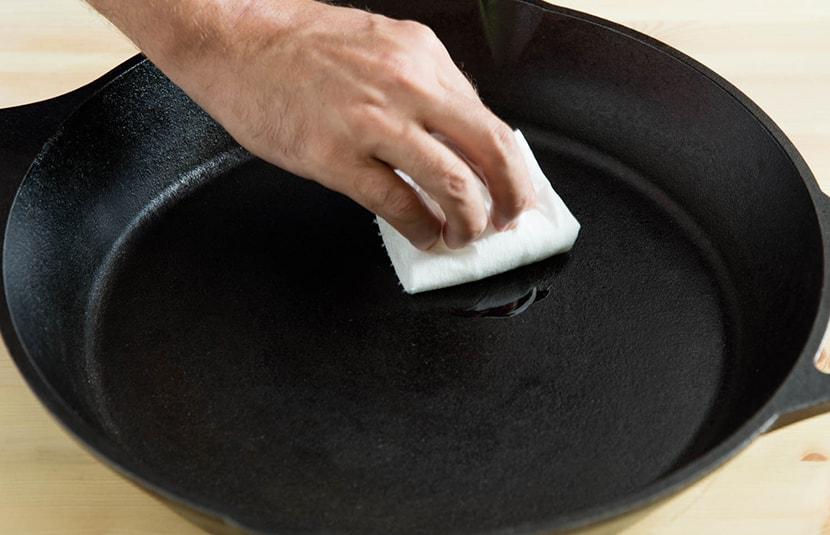 Curar sartenes y cazuelas
