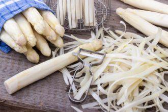 aprende a pelar y cocer esparragos blancos